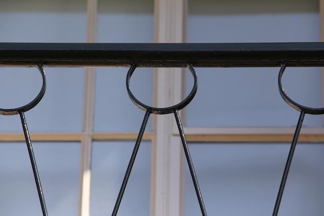 Buitenschilderwerk balustrade balkons Wilhelminaflat Enschede Mellink Schilders