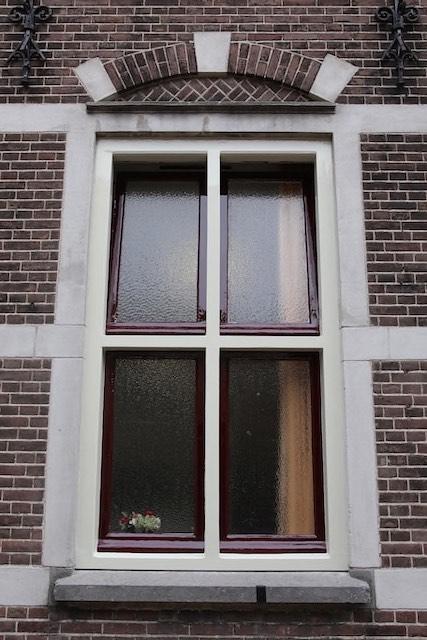 Buitenschilderwerk en glaszetterswerkzaamheden parochiehuis Enschede